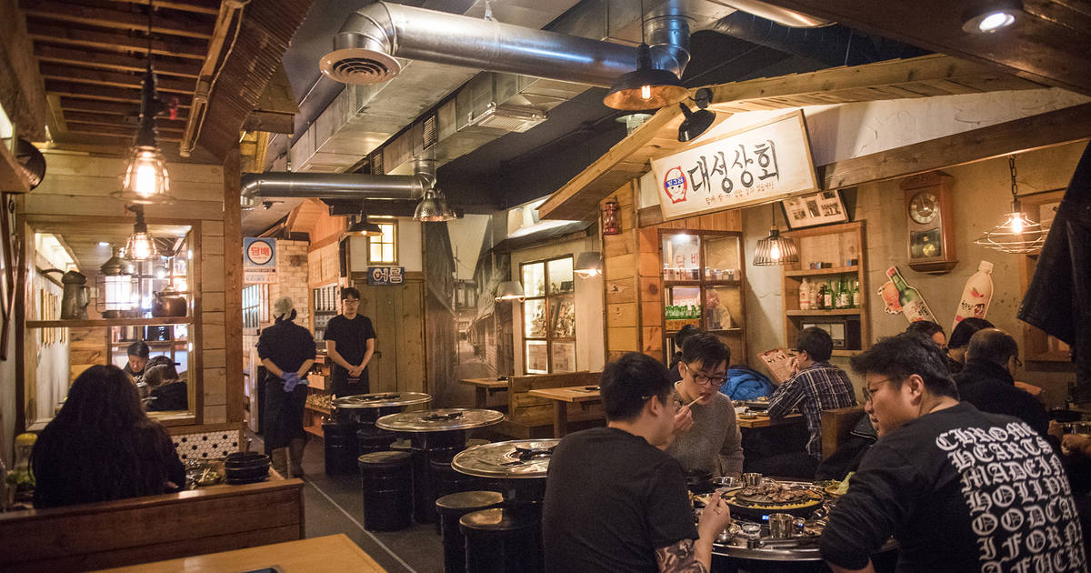 10 restaurants for birthday dinner in Toronto that are good for large groups
