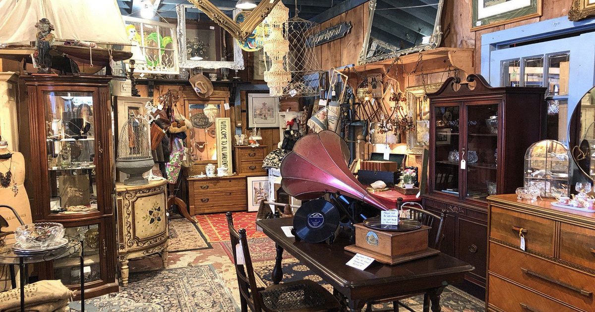 This antique mall near Toronto might be the best kept secret