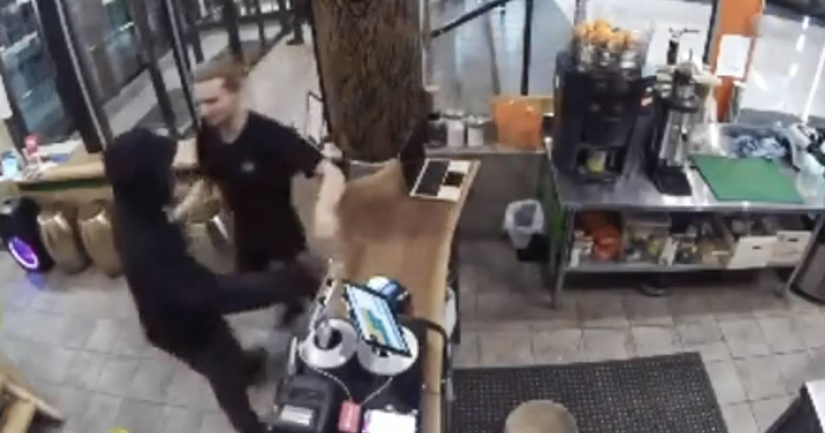 防犯カメラがトロントジュースバーの所有者を盗む