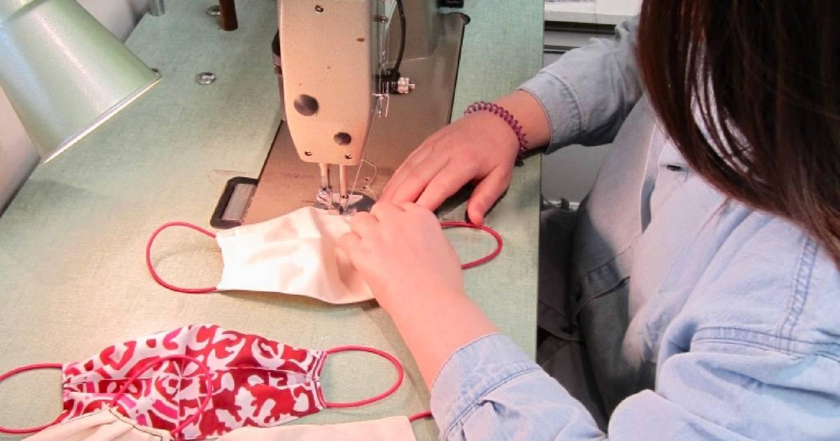 トロントの服飾デザイナーは、COVID-19パンデミックとの闘いを助けるためにフェイスマスクを縫っています