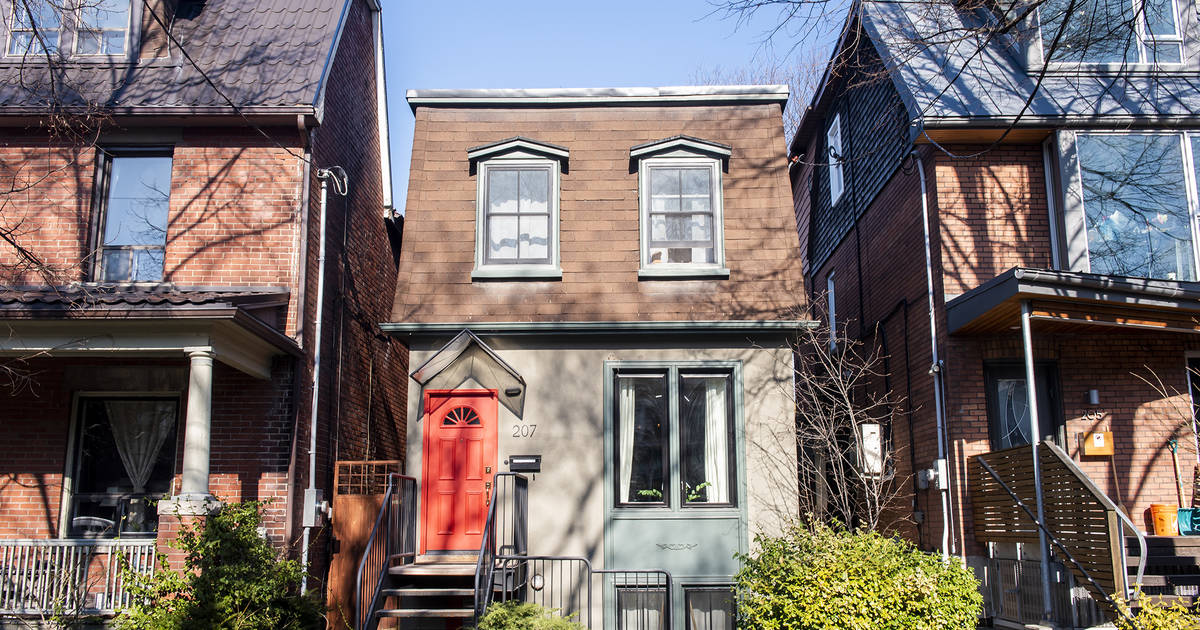 Home sales in Toronto are falling off a cliff this month
