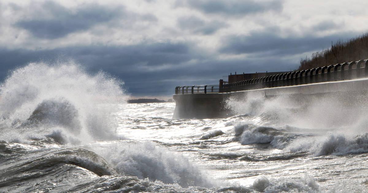 特別気象予報では、トロントの風速80 km / hを予測