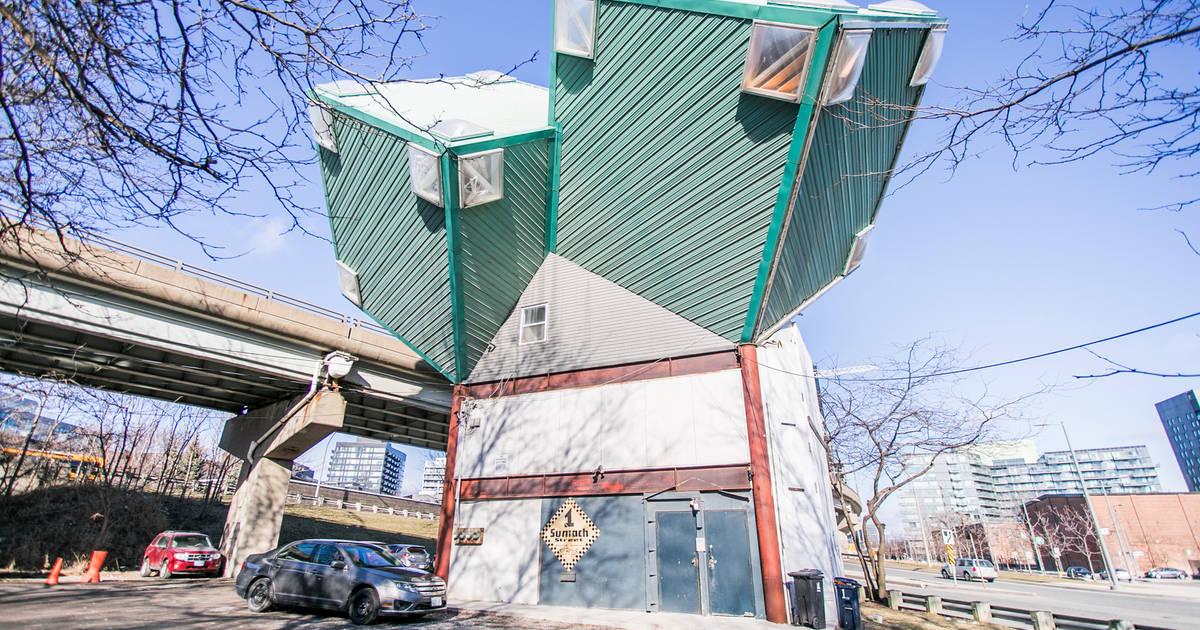 トロントの奇妙なキューブハウスの未来はまだ不透明です