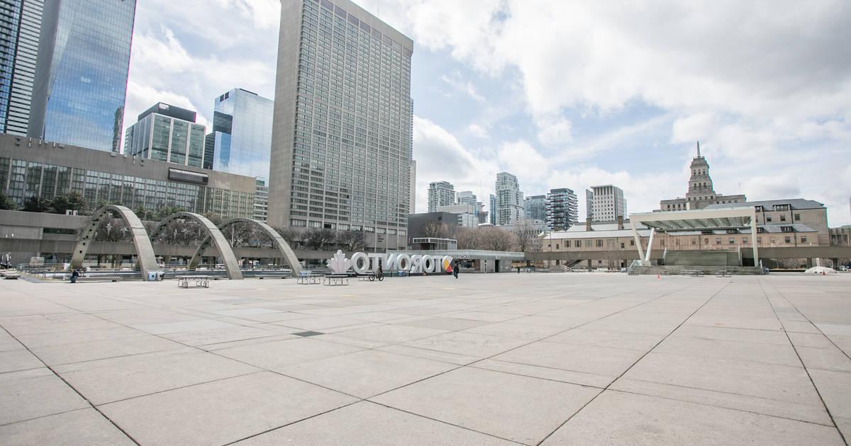 ネイサンフィリップススクエアのこれらの写真は、かつてないほど空っぽであることを示しています