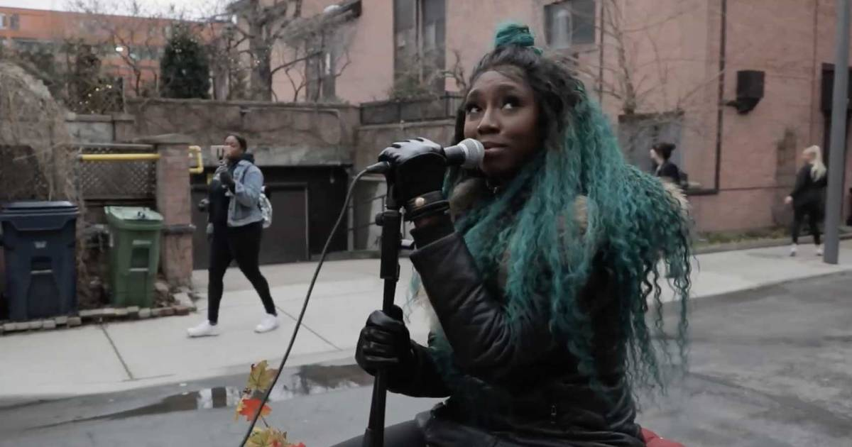 Someone gave their Toronto neighbourhood an incredible live music performance during self-isolation