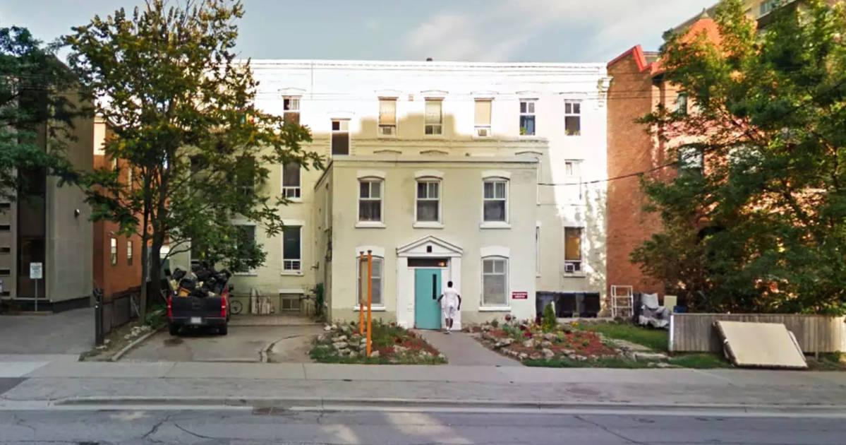 ルーミングハウスのテナントはトロントで立ち退きに直面し、新しいコンドミニアムに道を譲ります