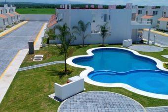 Exclusiva privada con alberca de Desarrolladora FR Las villas Residencial