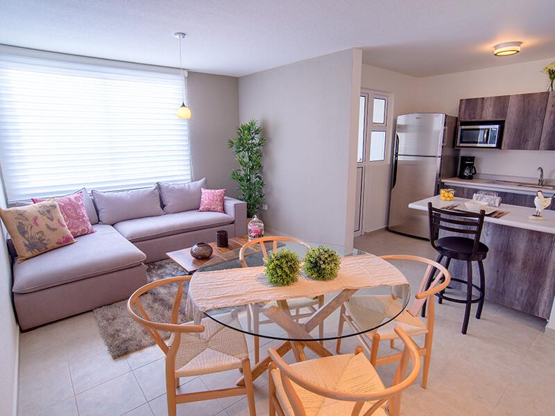 Bonito comedor y sala en casa modelo Olmo PB en Tres Cantos