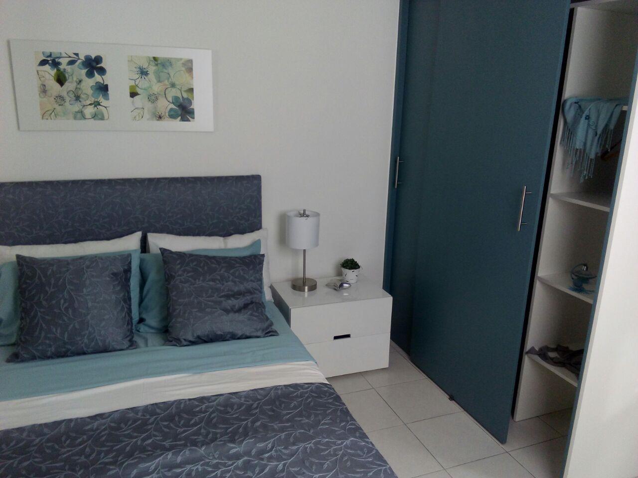 Bonita y amplia recamara con closets en VARADERA RESIDENCIAL Querétaro