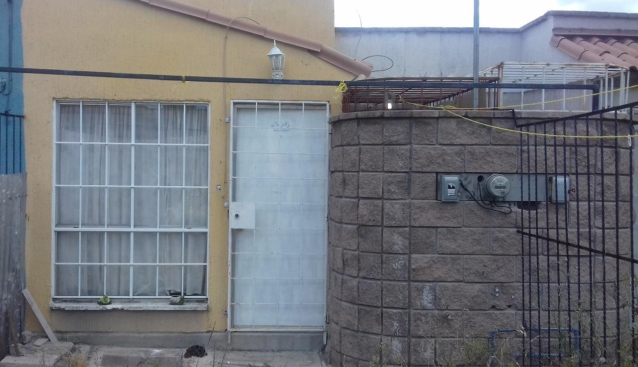 Fachada bonita  casa usada con excelentes acabados