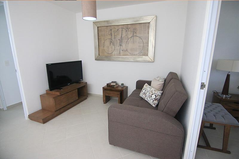 Cómoda sala de TV en casa San Arturo en los Encinos Queretaro
