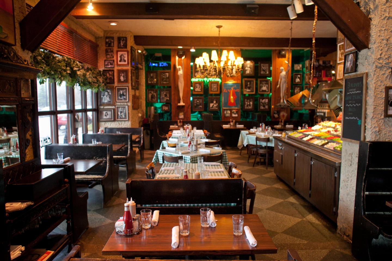 RJ Grunts restaurant interior