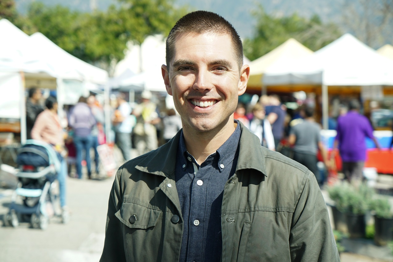Host Jeff Mahin at the Pasadena Farmers Market, as seen on Farmer's Market Flip, Season 1.