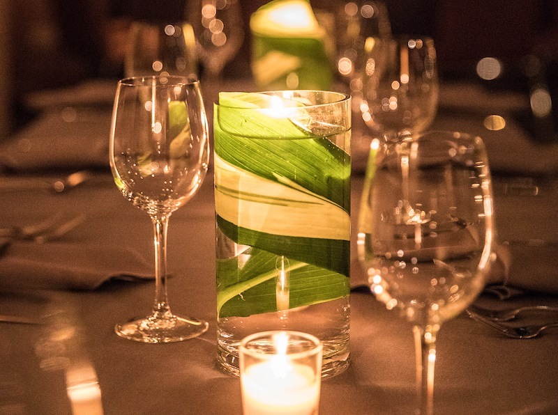 table enterpiece with candles and greenery