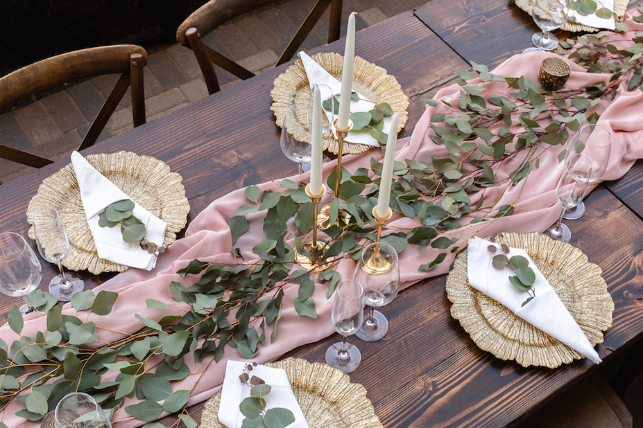 tablesetting with real leaves