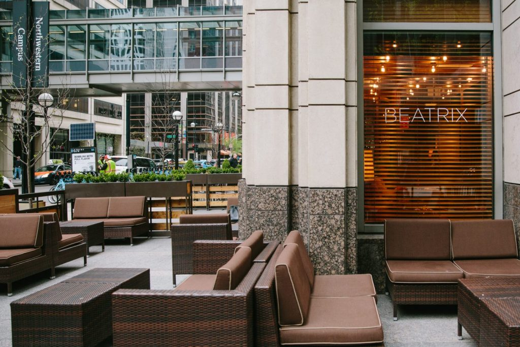 outdoor patio at Beatrix Streeterville