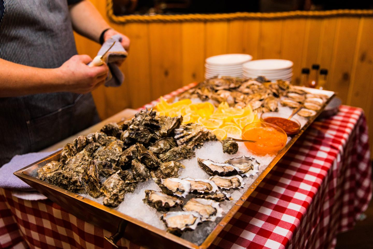 Quality Crab Oyster Shucking