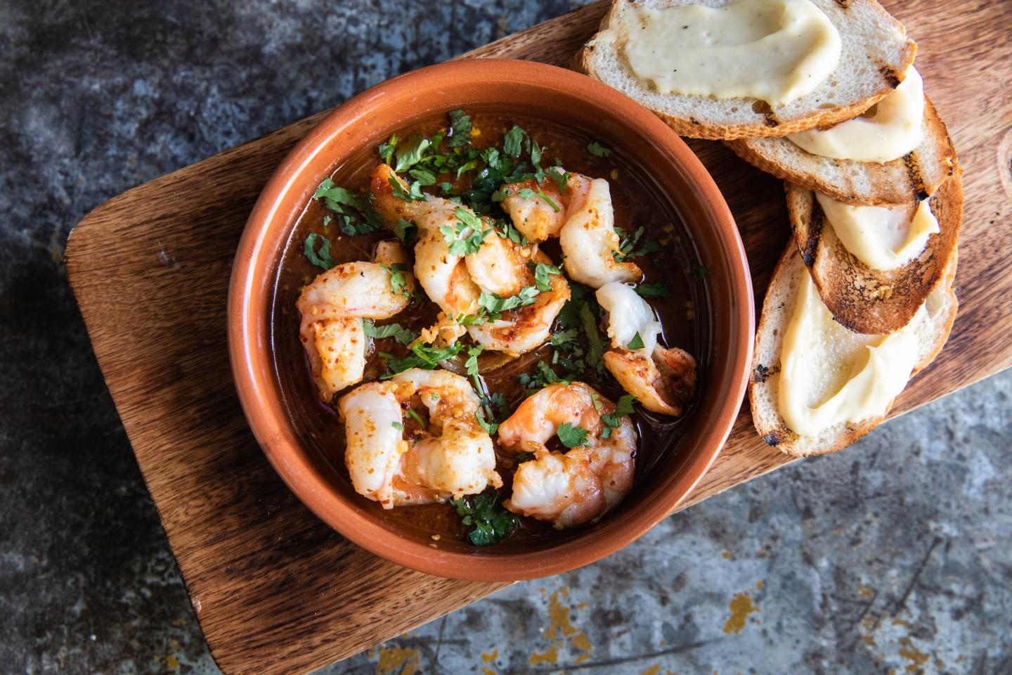 Garlic Shrimp with bread at Nacional 27