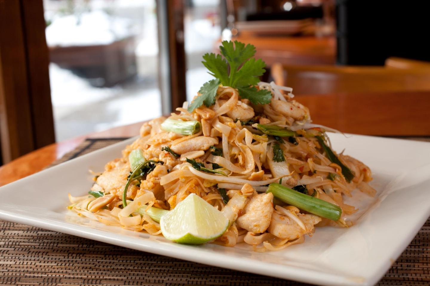 Big Bowl Chicken Pad Thai