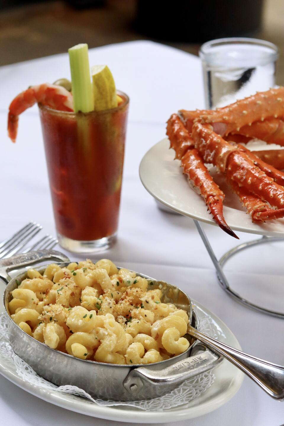 mac and cheese and crab legs with bloody mary at shaw's crab house