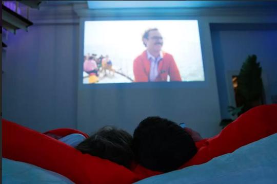 Netflix & Chill AirBnB – ART404