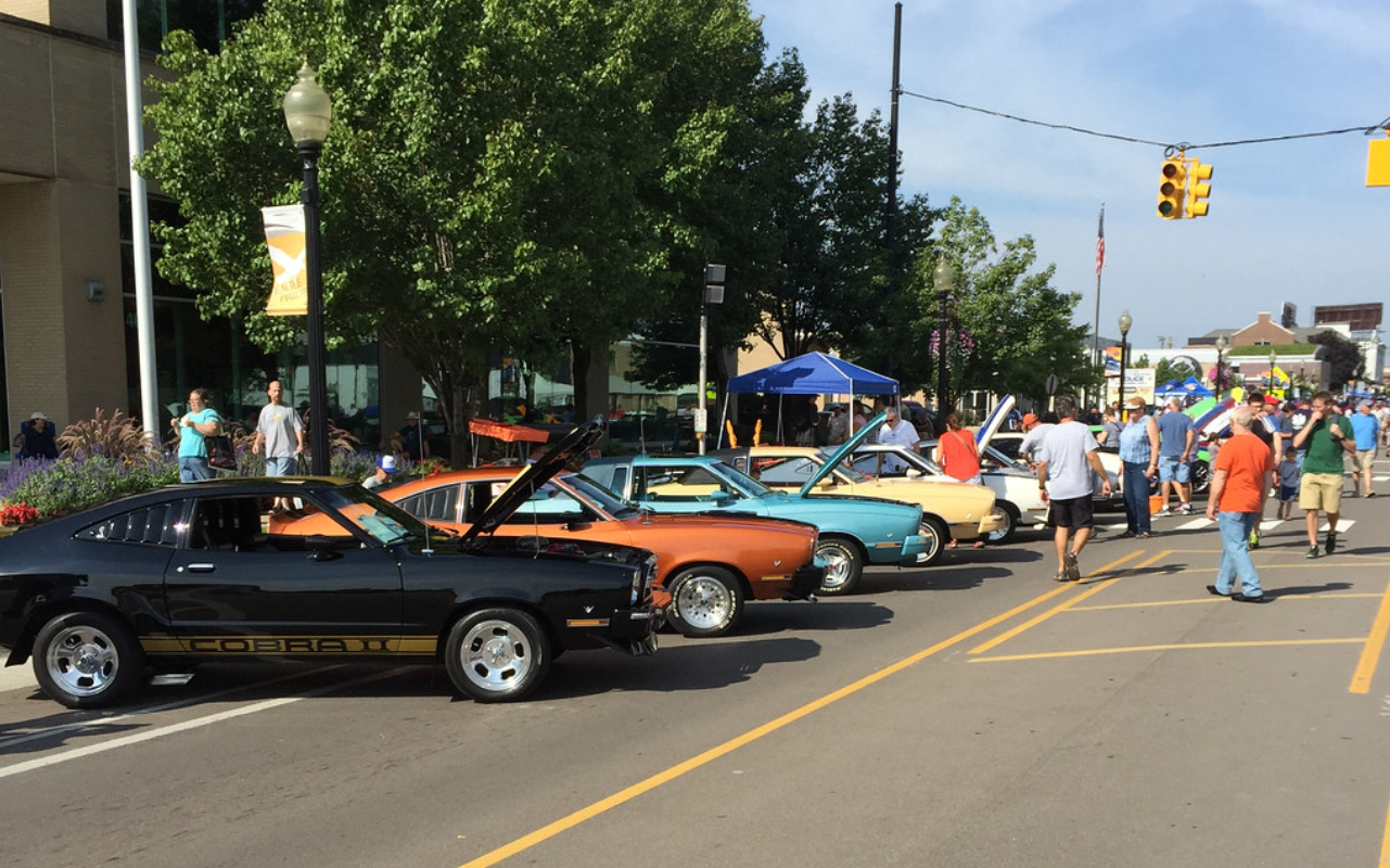 Vehicles lined up along the street in preparation of the Woodward Dream Cruise