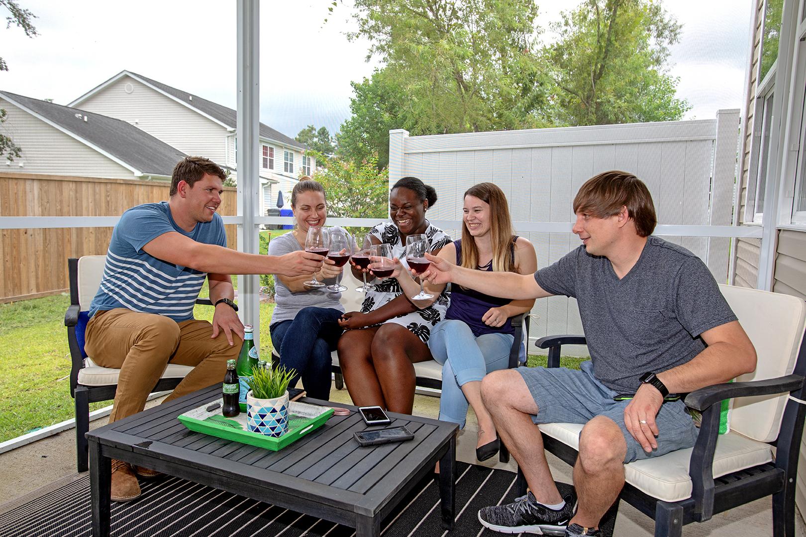 friends-enjoying-wine-outdoors