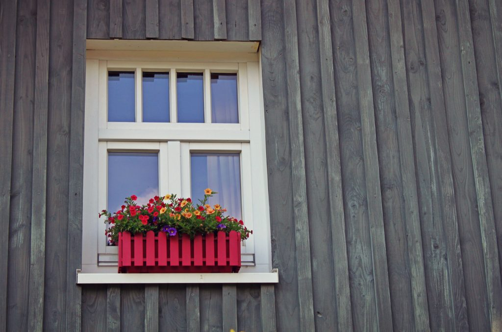 Fall in love with your home_curb appeal_windowbox
