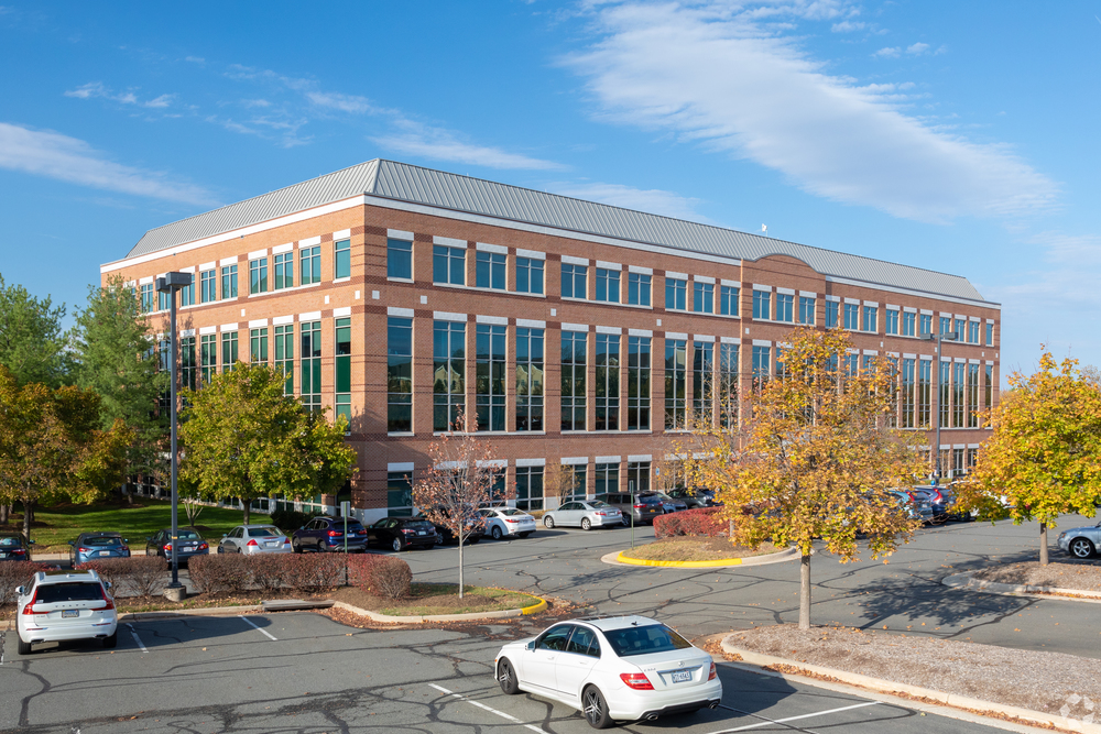 Lakeside at Loudoun Tech Center III<br/><div>21355 Ridgetop Circle</div><div>Sterling, VA 20166</div>
