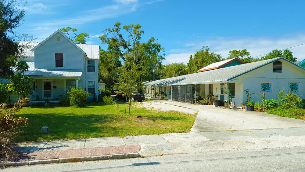 1002 12th St. W., Bradenton, FL 34205