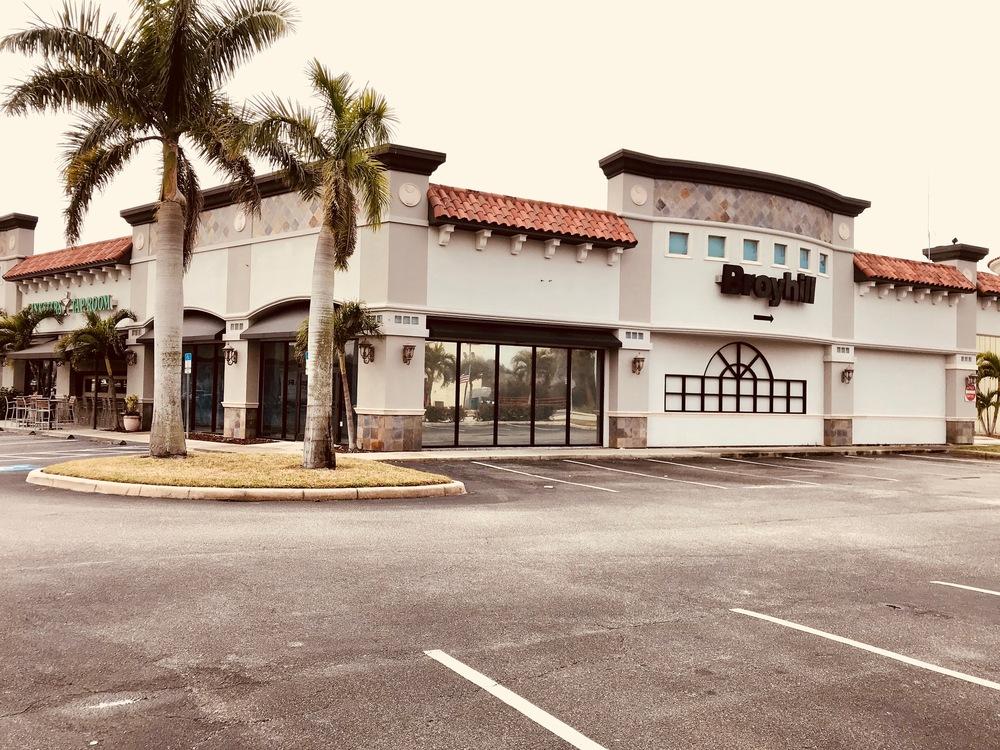 Palm Plaza Side parking