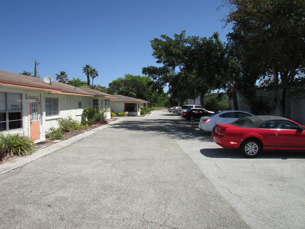 Exterior View - 5620 GMD - Parking Lot