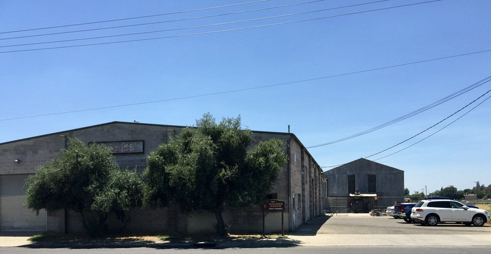 Two Freestanding & Connected Warehouse Buildings Totaling ±13,580 SF
