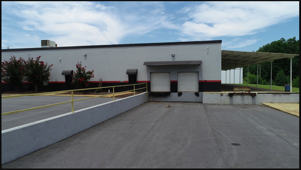 ±18,000 SF Warehouse with covered storage