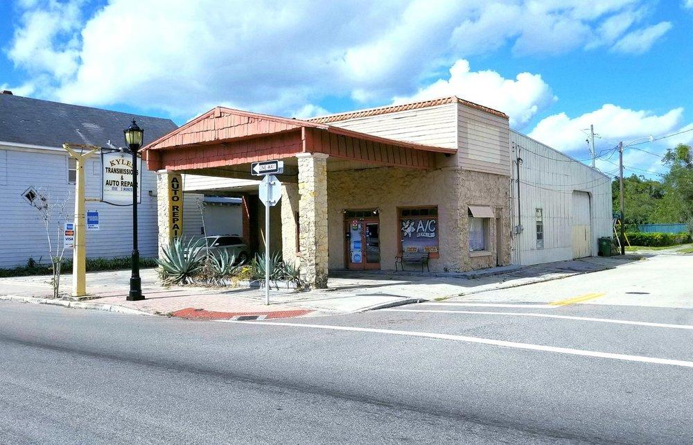925 Manatee Ave. E. - photo 2 of 7