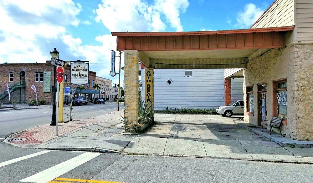 925 Manatee Ave. E. - photo 3 of 7