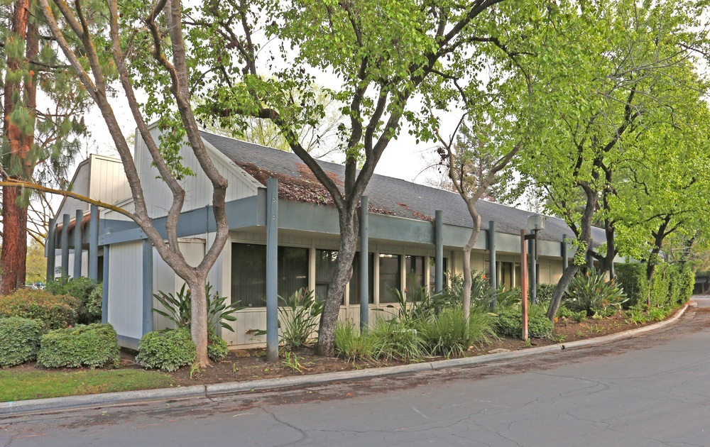 ±1,200 SF of Professional Office Space Off Shaw Ave