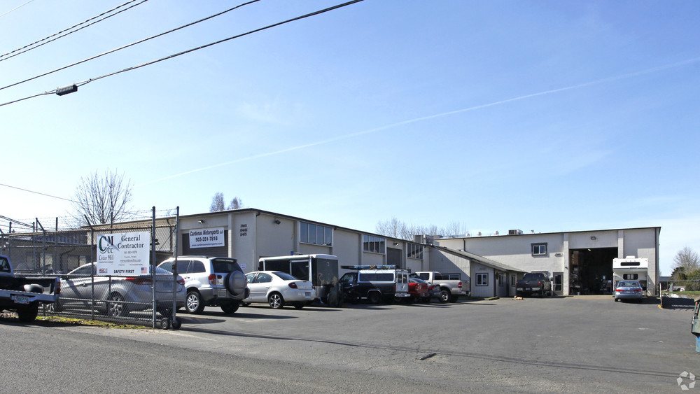 Rare small Tualatin warehouse space with office