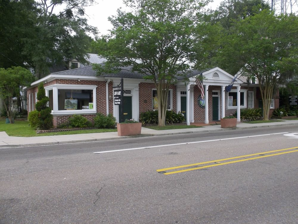 Office on Corner Lot in Downtown Covington