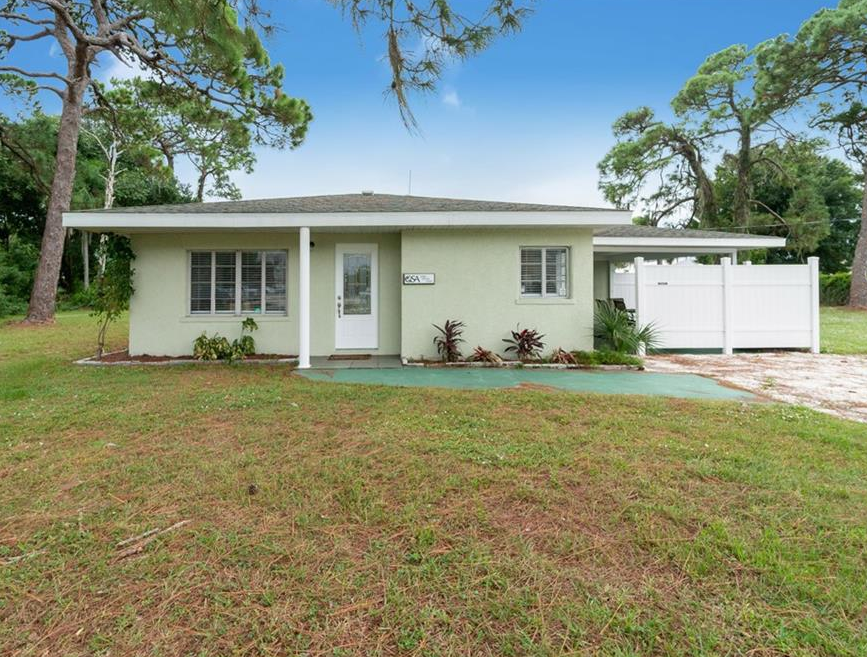 165 W Green St, Englewood, FL 34223
