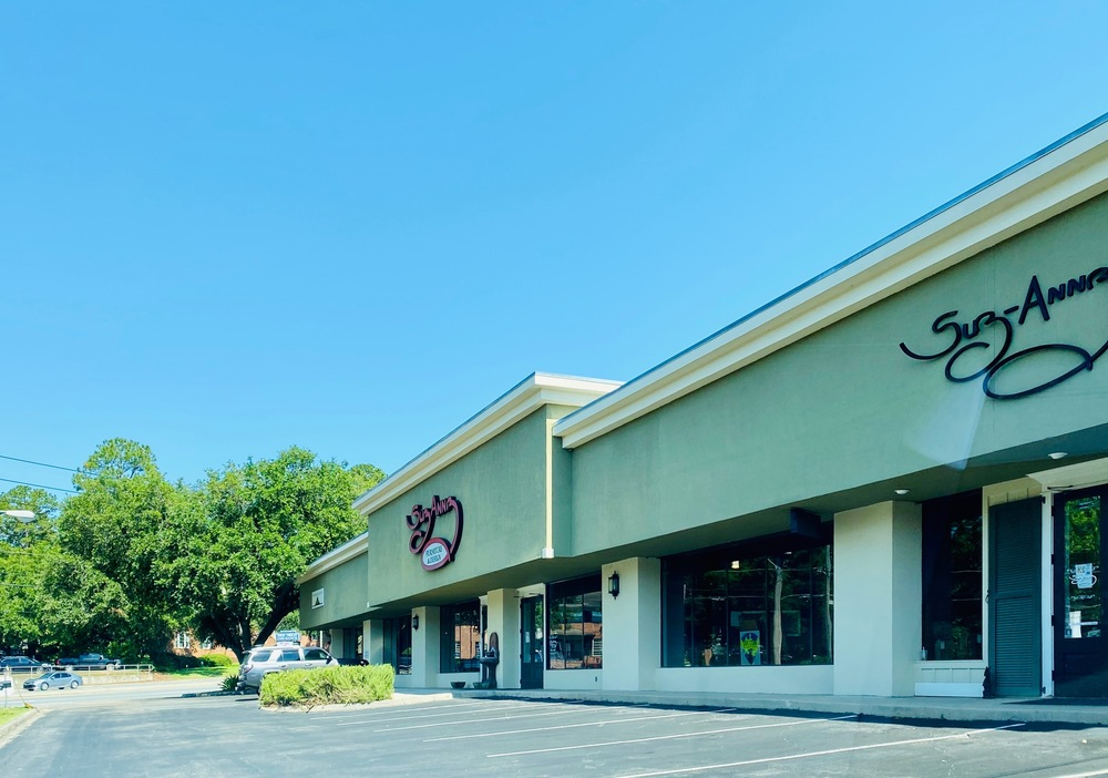 """Former """"Suzanne's Furniture"""" Retail Space for Lease"""