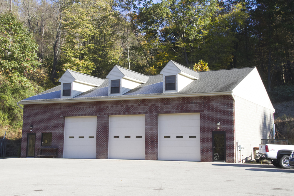 WAREHOUSE PLUM BORO / MONROEVILLE BORDER Accessible & Attractive Garage / Warehouse