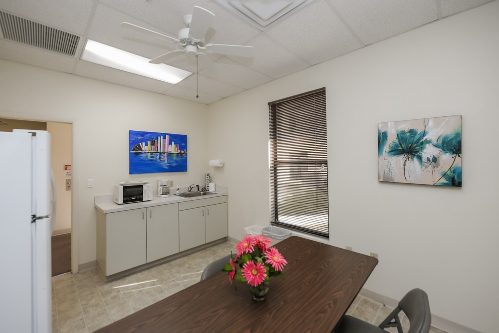 2506 Tamiami Trl N - photo 10 of 28