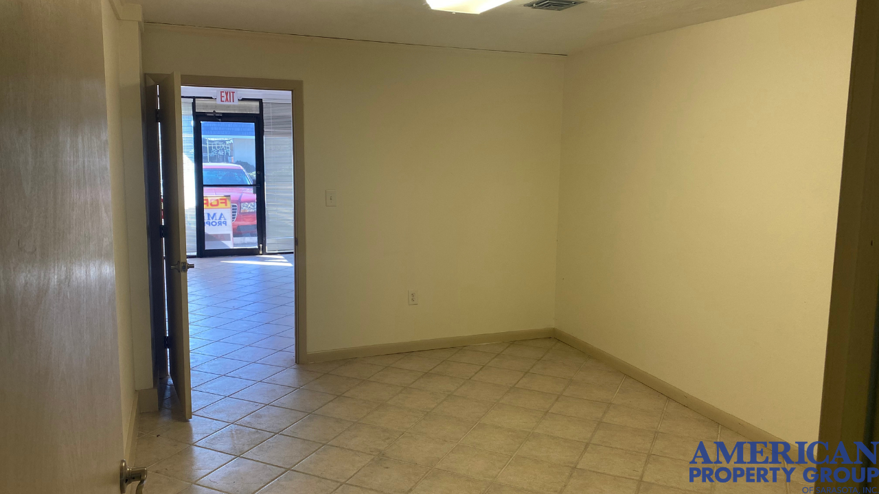 Retail/Office Building Steps from Downtown Venice