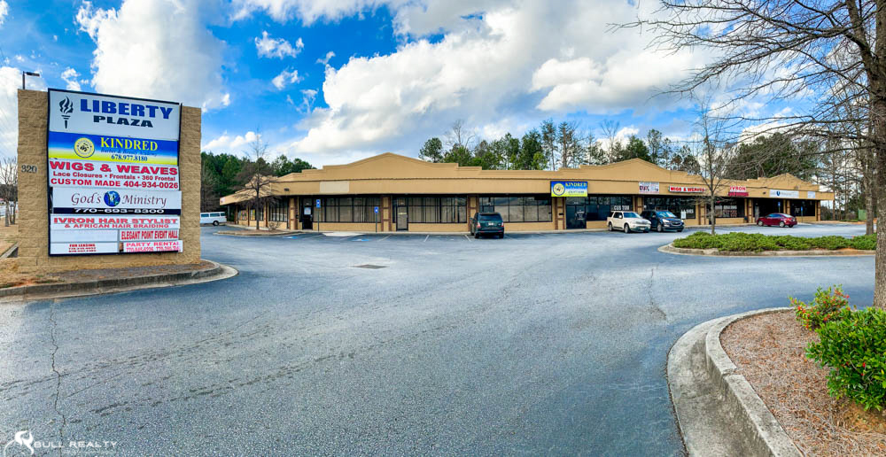 Retail Shopping Center in Austell   8 Units   7.3% Cap Rate