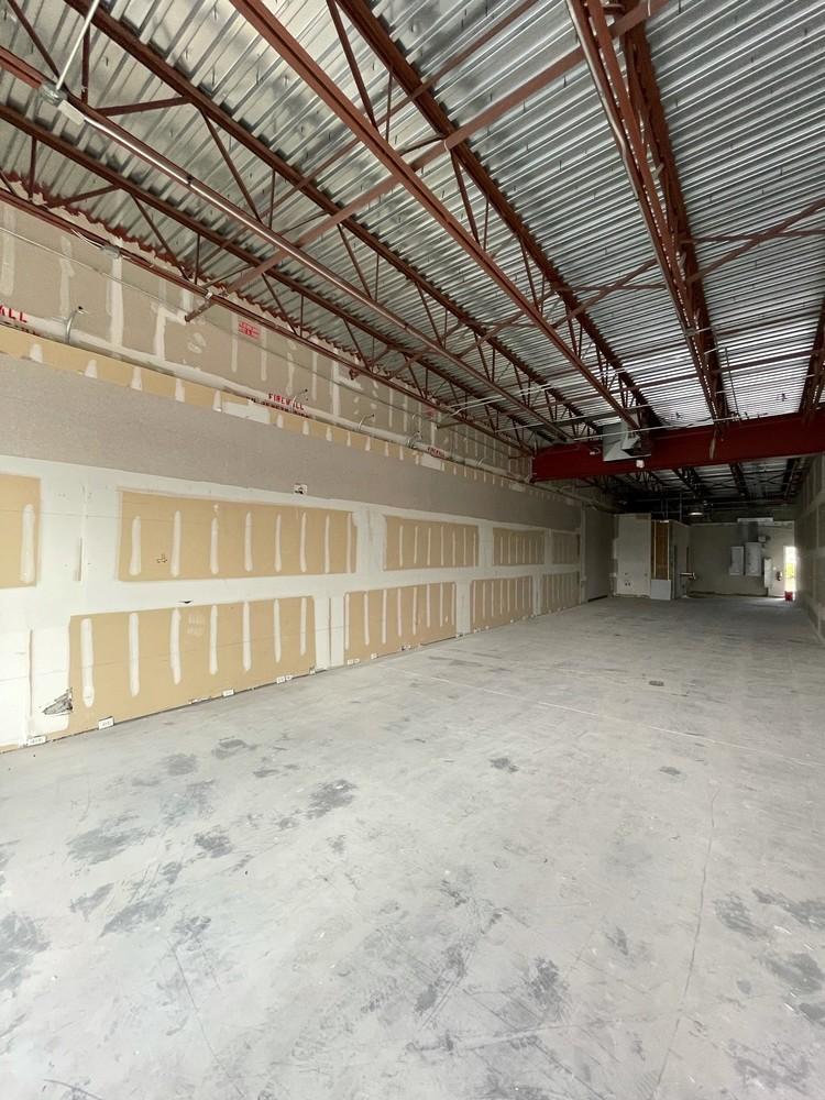Prime Retail Building & Parcel