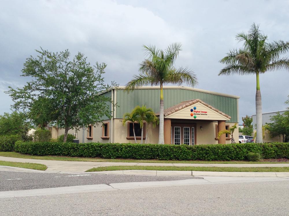 7216 21st Street East, Sarasota, FL 34243