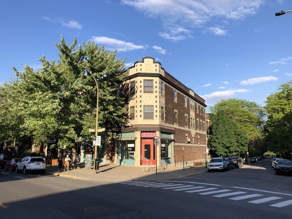 <div>5674, rue Sherbrooke Ouest</div><div>Montréal, QC H4A 1W7</div>