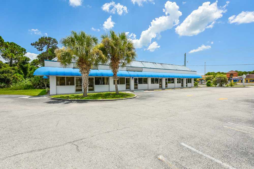 655 N. Indiana Ave., Englewood, FL 34223 - thumbnail 7 of 37