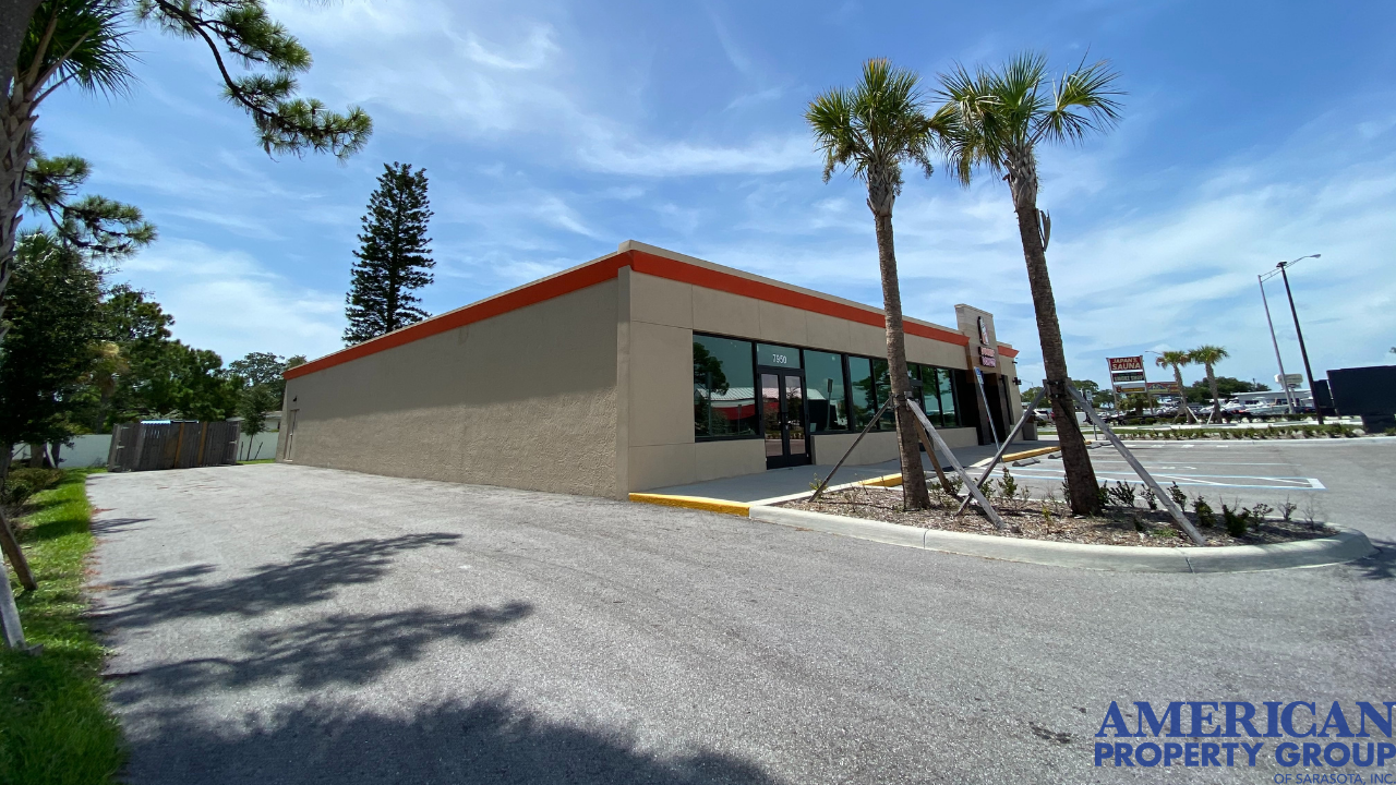 Large Freestanding Building - North Trail Near SRQ Airport - For Lease